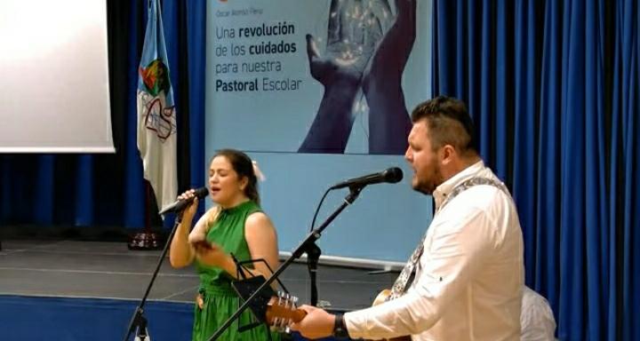 Actuación grupo musical Mariana Valongo